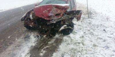 FOTO Accident pe DE 70 Doua masini avariate, patru victime la spital