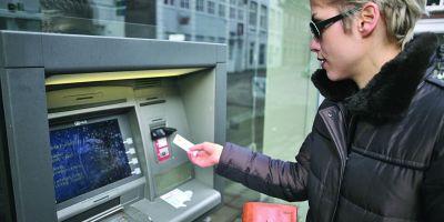Care sunt bancile care taxeaza cel mai mult clientii pentru administrarea contului current, pentru interogarea soldului si retragerea de numerar