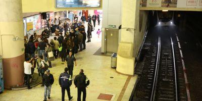 O femeie a cazut pe sina de metrou la Politehnica dupa ce i s-a facut rau