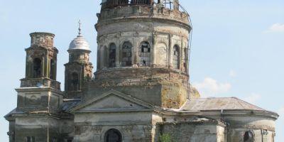 FOTO Mausoleul de la Bobda, copia Bazilicii din Esztergom, se darama bucata cu bucata