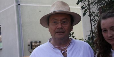 Ingerul refugiatilor: un preot alungat de comunisti din tara s-a intors in Romania pentru a-i ajuta pe ucrainenii care au fugit din calea razboiului