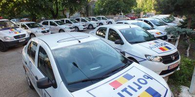 Inedit: Agenti de politie filmati de Anticoruptie cand luau spaga in masinile de serviciu