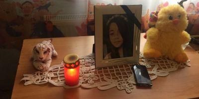 FOTO VIDEO Copila de 14 ani care s-a sinucis de dorul mamei adoptive a scris