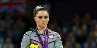 Gimnasta care a pierdut in fata Sandrei Izbasa si-a transformat in brand expresia de nemultumire de pe podium