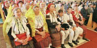 Ce sunt ceangaii la origini, romani sau maghiari? Controverse pe tema bizarei comunitati catolice din Moldova