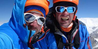 Doi romani au escaladat un varf din Himalaya pe un traseu