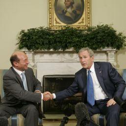 Cristoiu: Basescu, doua primiri in Biroul Oval de la Casa Alba, in primii doi ani de mandat. Iohannis, nici una