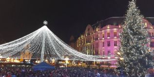 FOTO Piata Victoriei din Timisoara a imbracat haine de sarbatoare. S-a deschis editia a zecea a Targului de Craciun