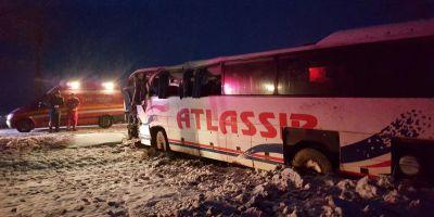 Un autocar s-a rasturnat la Brancoveni. Doua victime au fost transportate la spital