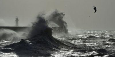 VIDEO Marea Britanie este lovita in plin de furtuna Doris: cel putin un mort, zeci de mii de locuinte fara curent electric si zeci de zboruri anulate