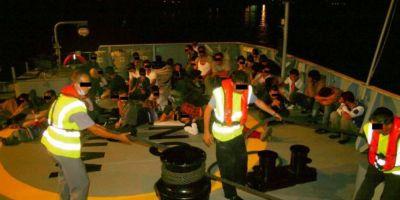 Migranti in pericol, pe Marea Neagra. 69 de refugiati, printre care si mai multi copii, descoperiti intr-o barca