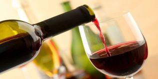 Reguli pentru bautura la masa. Cat de reci se servesc vinurile, in ce pahar se toarna whisky-ul si ordinea in care se consuma