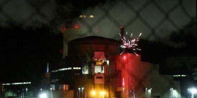 VIDEO Franta: Militanti Greenpeace au patruns intr-o centrala nucleara si au aprins si artificii