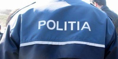 Patru tineri i-au rupt piciorul unui politist. Procuror: