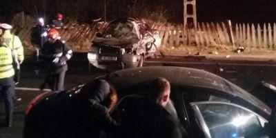 FOTO Accident cumplit pe DN 66: cinci victime dupa impactul dintre doua masini. Unul dintre pasageri a murit