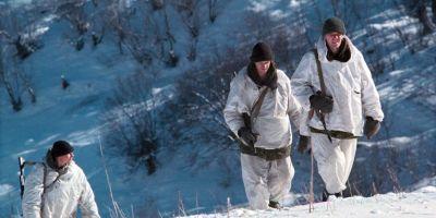 FOTO VIDEO De la omuletii verzi la fantomele albe. Cum se camufleaza soldatii rusi si tancurile pe timp de iarna