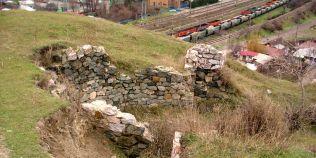 Specialistii avertizeaza: doua cetati daco-romane de importanta cruciala pentru istorie sunt in stare de colaps