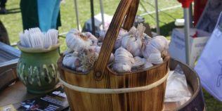 Otetul aromatizat de usturoi, o alegere perfecta pentru o salata savuroasa. Cum il prepari