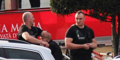 Paznicii de la Iulius Mall din Timisoara, acuzati ca ar fi sechestrat, batut si umilit un student care a fotografiat un santier