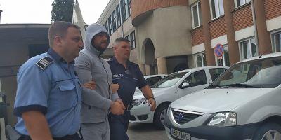 FOTO VIDEO Reglari in stil mafiot in Alba. Autorul crimei de la Sebes, adus la audieri in legatura cu incendiul de la cabana acestuia